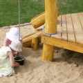 Kinder im Sandkasten am spielen