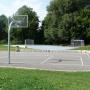 Streetballfläche Basketball und Fußball