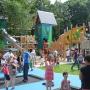 """Trampoline mit Hochseil-Kletterburg für """"Zuhause für Kinder"""""""