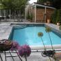 Foto vom Pool mit Blick auf Haus